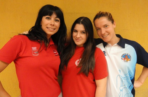 Cristina  Muñoz (centro) recorman de pistola standard aire.