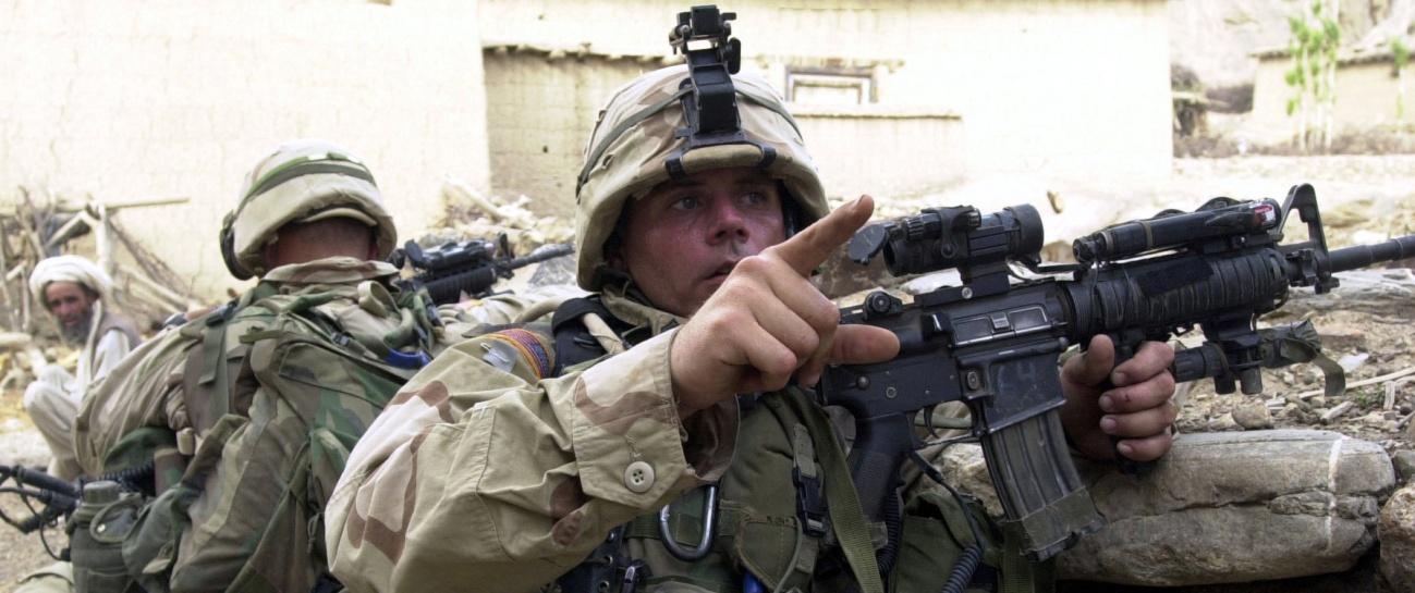 Sargento. Brandon Cross del 5º Regimiento Infantería, portando su M4