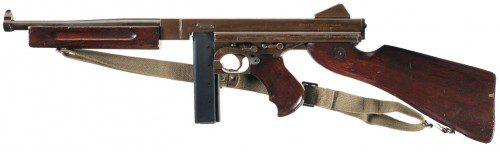 M1A1 Thompson Submachine Gun (SMG). Arma y calibre se hicieron famosos de la mano tanto del crimen organizado como de las fuerzas de la ley de aquella época.