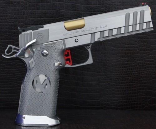 """Pistola alta capacidad, de 5"""" en acero inoxidable con estriado profundo en la corredera """"Xcelerator Serrations"""""""