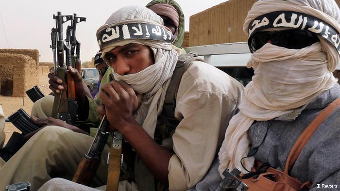 Milicianos del grupo islámico Ansar Dine, procedentes de Níger y Mauritania, montados en un vehículo en Kidal en el noreste de Malí.