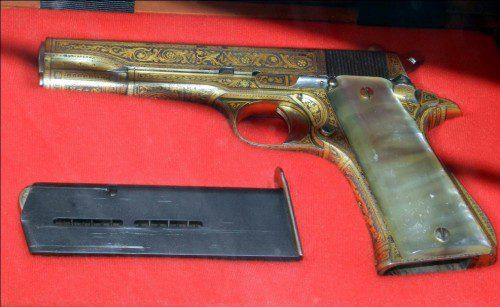 pistola Star B Damasquinada con cachas de Nacar