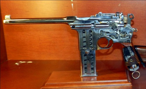 Pistola Astra F seccionada