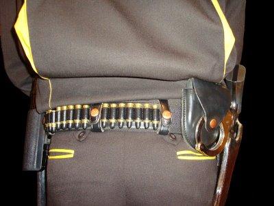 Vigilante de seguridad armado con un revólver