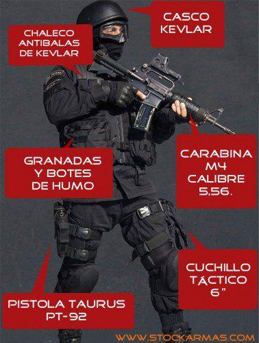Los policías del BOPE, chaleco antibalas incluido, cargan con 25 kg de equipo durante sus operaciones.