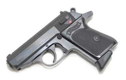 La pistola Walther PPK como arma Back-up.
