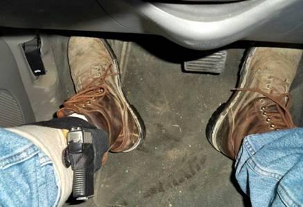 Arma backup en el vehículo
