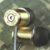 Auriculares con un casquillo de calibre .40 portada