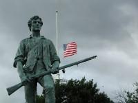 """La Segunda Enmienda dice: """"Siendo necesaria una milicia bien ordenada para la seguridad de un Estado libre, el derecho del Pueblo a poseer y portar armas no será infringido"""""""