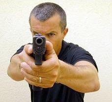 El reputado instructor de tiro Cecilio se encarga de la dirección y supervisión de todos y cada unos de los instructores, así como de los talleres a impartir