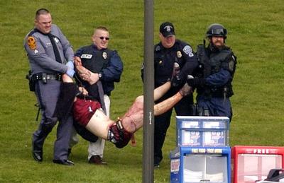 Los defensores de las armas de fuego creen que una masacre como la del campus de Virginia en 2007 (32 personas asesinadas) podría haberse evitado con permitiendo a los estudiantes llevar armas.