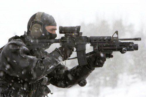 C7 equipado con un lanzagranadas M203