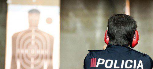 Policía en poligono de tiro