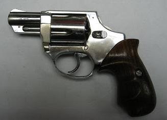 Revolver Astra 250 con la espuela del martillo eliminada