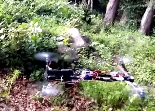 Estudiante crea dron que dispara una pistola