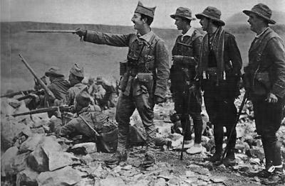 comandante Franco junto a otros tres oficiales en el Rift