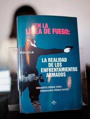 libro en la línea de fuego: realidad de los enfrentamientos armados