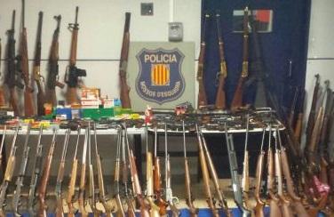 Una viuda con 174 armas de fuego en casa