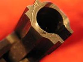 Cabeza del cierre cerca de reventar en la zona de retenida pistola Luger