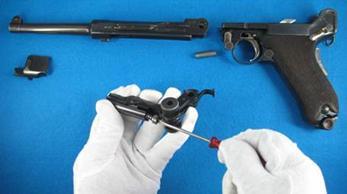 desmontar cierre pistola Luger