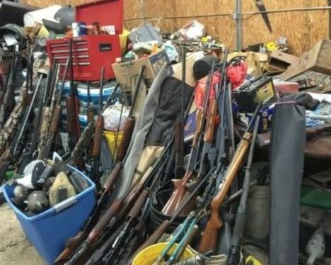 Incautan un alijo de 10.000 armas robadas.