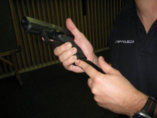 ecarga o cambio de cargador pistola