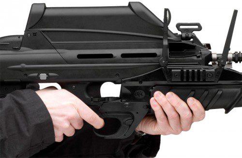 FN rifle de asalto F2000, con visor y lanzagranadas FN EGLM