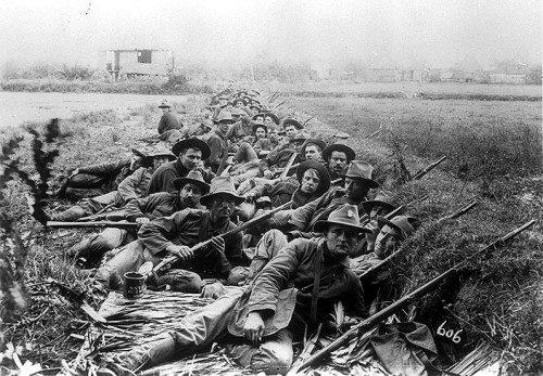 Soldados de 20th Regimiento de Infantería de Kansas durante la guerra Filipino-Estadounidense, año 1899.