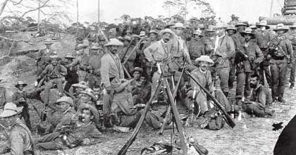 Los soldados españoles, armados con el Mauser Modelo 1893 guerra cuba