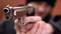 fdelincuente apuntando pistola