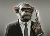 mono con pistola