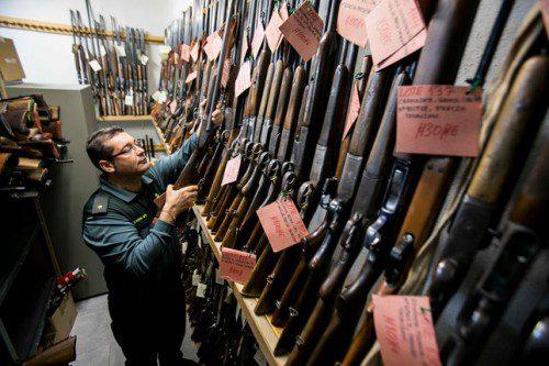 La guardia civil subasta 5000 armas de fuego en Junio
