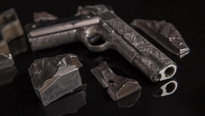 The Big Bang: Las pistolas fabricadas a partir de un meteorito