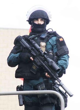 UEI con FUSIL HK417