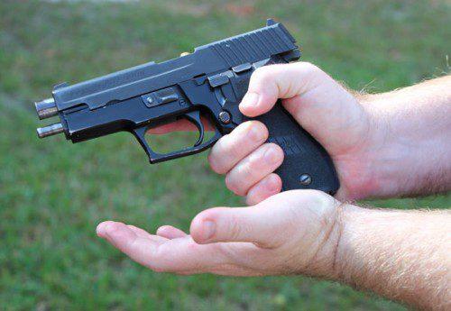 golpear cargador pistola Tap