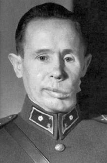 Simo en 1940, con la mandibula dañada por un proyectil explosivo