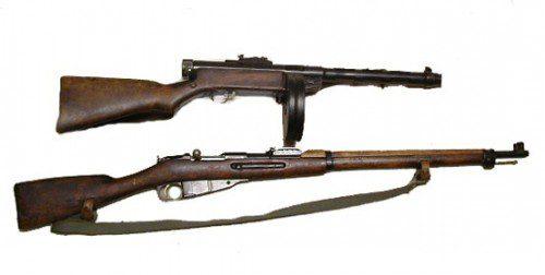 Imagen de las armas empleadas por Simo, M28 Pystykorvo y Suomi KP31