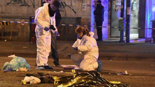Policía Judicial Italiana en el lugar del enfrentamiento con el terrorista.
