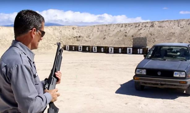 escopeta contra vehículo