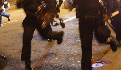 policías corriendo