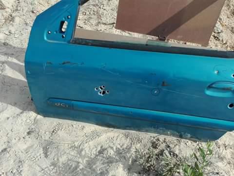 disparo cartucho de postas contra vehículo