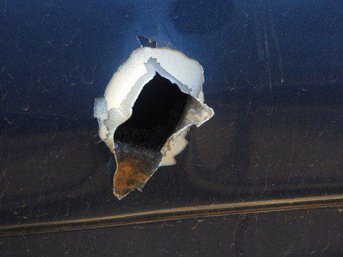 orificio de salida bala escopeta puerta del coche