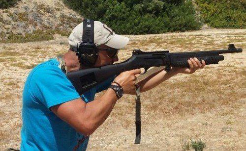 posición brazos tiro escopeta