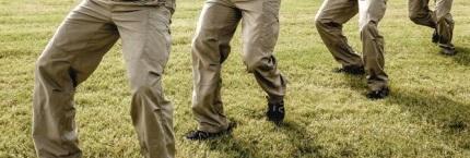 Posición de las rodillas tiro combate