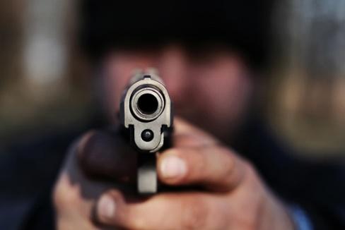 encañonar pistola
