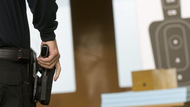 """Cuando la pistola del policía no puede hacer """"pum"""""""