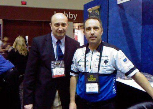 En la imagen Rolf B.Fischlein junto con Bruce Piatt, campeón de tiro en numerosas competiciones nacionales e internacionales.