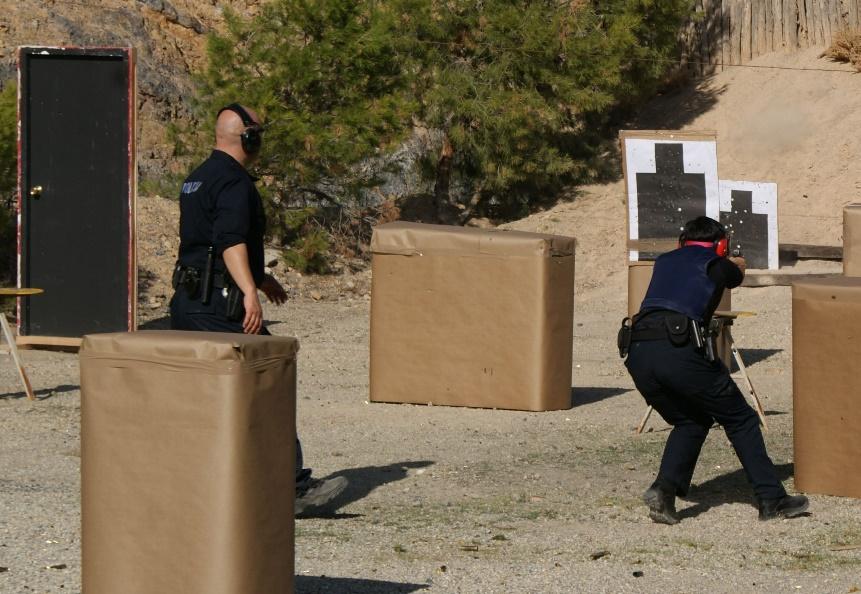 entrenamiento tiro policial progresión obstáculos