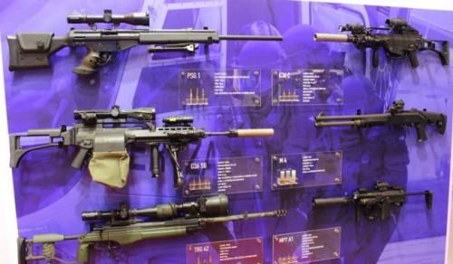 La Ertzaintza exhibe sus armas en SICUR