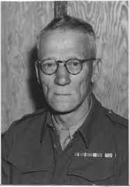 William E. Fairbairn está considerado como primigenio progenitor del tiro policial.